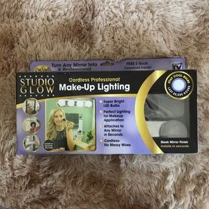 Studio glow makeup lighting. New in box.